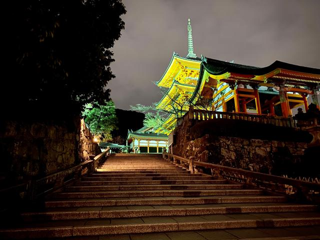 画像: 誰もいない清水寺で、ご自分の願いや誓いを立てる「誓願式」