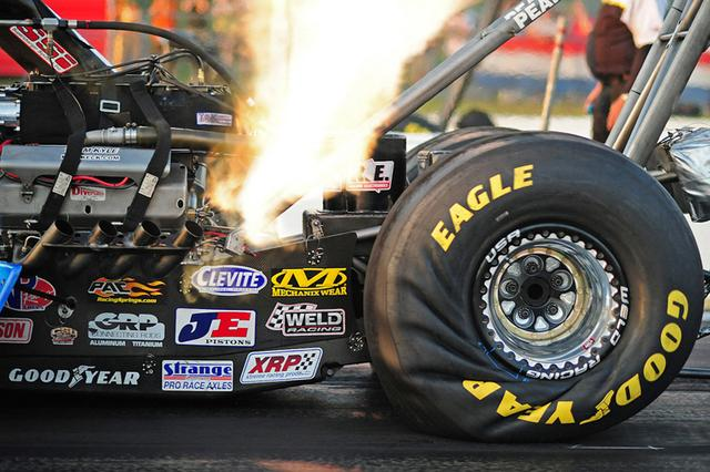 画像: ダートトラックレーシングタイヤ・最大の特徴とは?