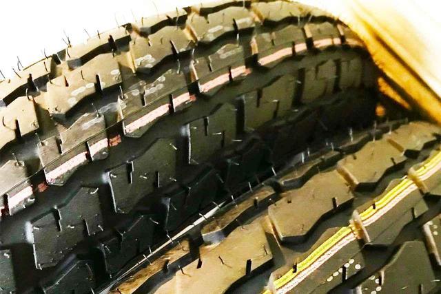 画像: [Flat Track Friday!!] つぶせ・ふくらめ・そらもとべ?孫子の代までヨコ滑る、奥深き哉ダートトラックレーシングタイヤ!? - LAWRENCE - Motorcycle x Cars + α = Your Life.