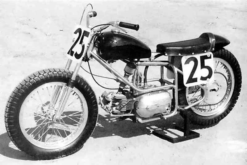 Images : 1番目の画像 - Aermacchi Harley Davidson Sprint CR - LAWRENCE - Motorcycle x Cars + α = Your Life.