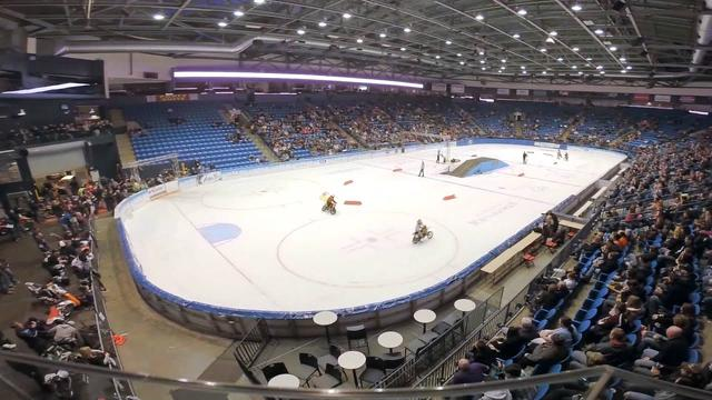 画像: World Championship Ice Racing 2015 @ US Cellular Coliseum www.youtube.com