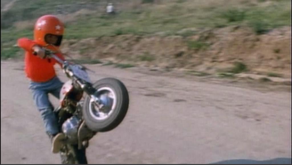 画像: まめ知識? この少年は誰? - LAWRENCE - Motorcycle x Cars + α = Your Life.