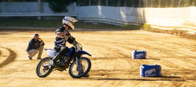 """画像: [Flat Track Friday!!] プロAFTライダーが""""これからの人""""にまず伝えたいダートトラックライディングの基本動作とは? [英語の時間] - LAWRENCE - Motorcycle x Cars + α = Your Life."""
