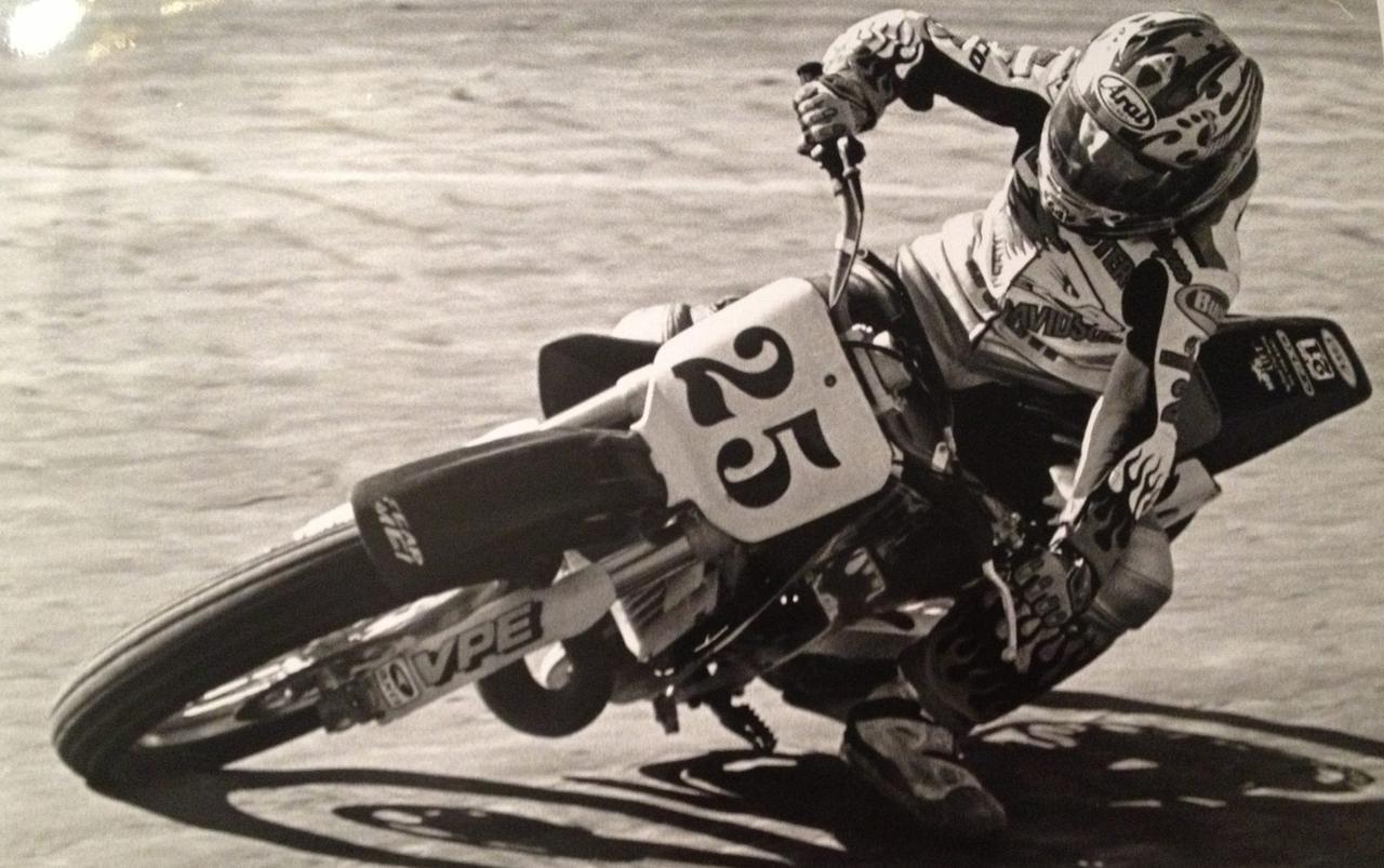 画像: シェイナ・テクスター初のレースシーズン、終わってみれば85ccクラスでは地方戦2位・125ccクラスでは同4位の好成績が刻まれていました。この写真は続く2シーズン目にCR250R (前オーナーはGNC10のジョニー・ルイス) で快走する姿。14歳にして本格参戦2年目と言っても、ライディングそのものは10年の経験ですからね。
