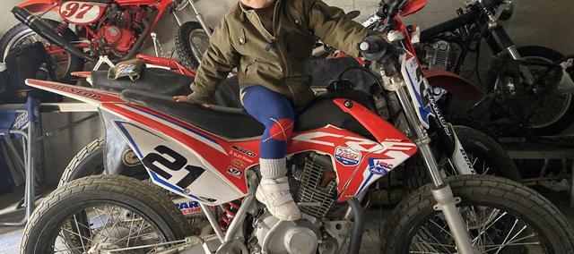 """画像: [Flat Track Friday!!] 我が家の2歳児が寝ても覚めても""""見たい!乗りたい!触りたい!バイクバイク〜!!""""と騒ぎ始めました・・。 - LAWRENCE - Motorcycle x Cars + α = Your Life."""