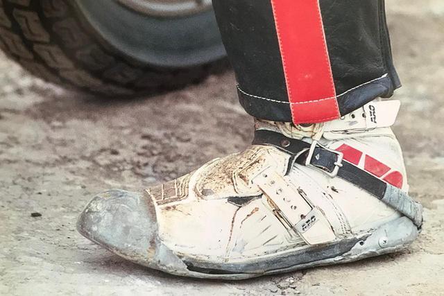 画像: [Flat Track Friday!!] ダートトラック村入村希望者に悲報!鉄スリッパーなしのダートトラックはスケート靴なしのアイススケートと同じ。履かずにリンクへ立つあなたを人はスケーターとは呼びません! - LAWRENCE - Motorcycle x Cars + α = Your Life.