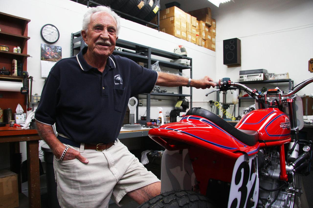 """画像: [Flat Track Friday!!] 幾多のライダーを栄光に導いた伝説のビルダー/チューナーがまた一人 """"FINAL RIDE"""" に出発しちゃいました。 - LAWRENCE - Motorcycle x Cars + α = Your Life."""