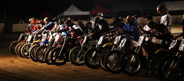 """画像: [Flat Track Friday!!] 新シーズンの始まる前に!本場ローカルダートトラックレースシーンでの """"クラス分け"""" ってどうなってるの? - LAWRENCE - Motorcycle x Cars + α = Your Life."""