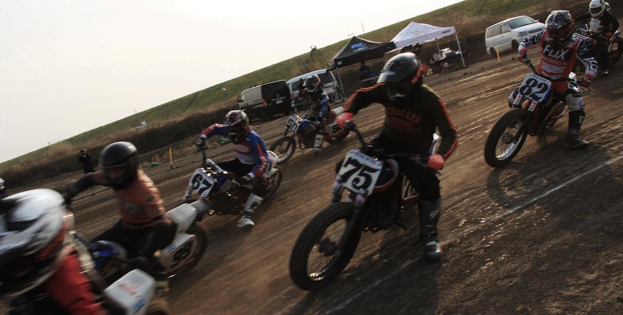 """画像: [Flat Track Friday!!] """"追い抜きは クロスが基本 最初はね !"""" トラック上で失敗しないためのオーバーテイクテクニック [必修初級編] ! - LAWRENCE - Motorcycle x Cars + α = Your Life."""