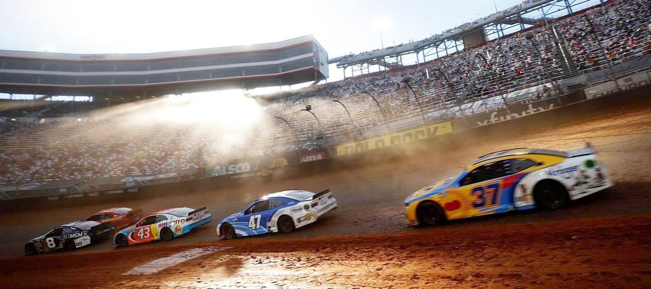 [Flat Track Friday!!] AFTもお手本にする?NASCARマーケティング、50年ぶりの最高峰ダートトラック戦にその真骨頂を見た!