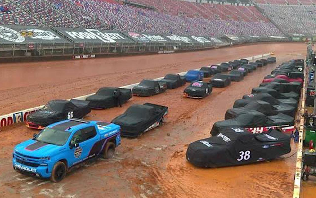画像: 実際のところレースウィーク1日目の土曜日は激しい降雨のためトップカテゴリーの予選がキャンセルになり、サポートクラスのキャンピングワールド・トラックシリーズ決勝は月曜日に順延となった。