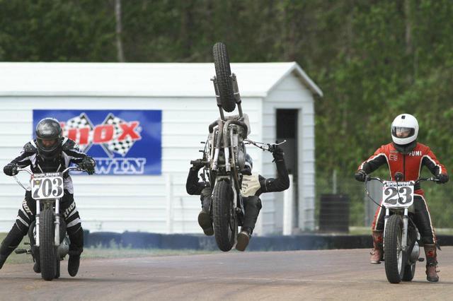 """画像: [Flat Track Friday!!] ダートトラックレースはスプリント = """"The Last Man Standing Show""""。本日は転ばぬ先の転倒解説講座! - LAWRENCE - Motorcycle x Cars + α = Your Life."""