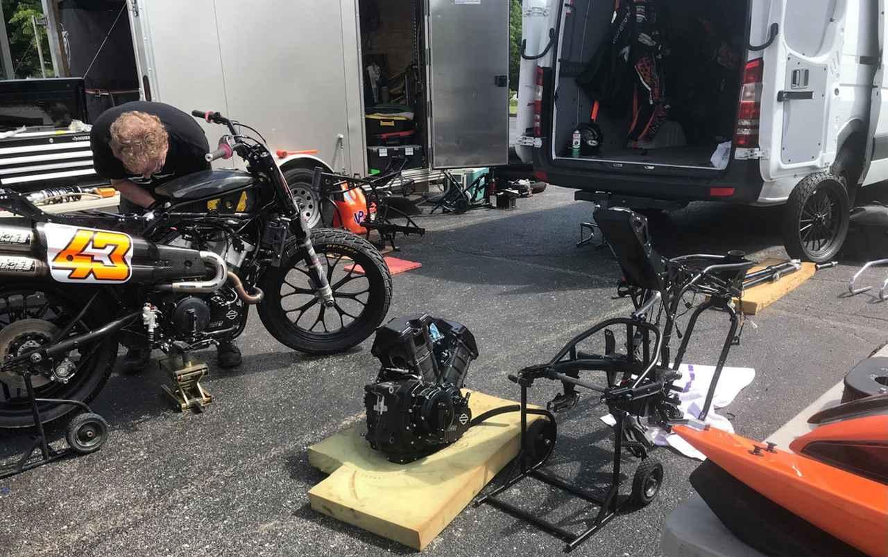 画像5: 緊急整備!明日のレースまでにメインとTカー両方エンジン積み替えるよ!