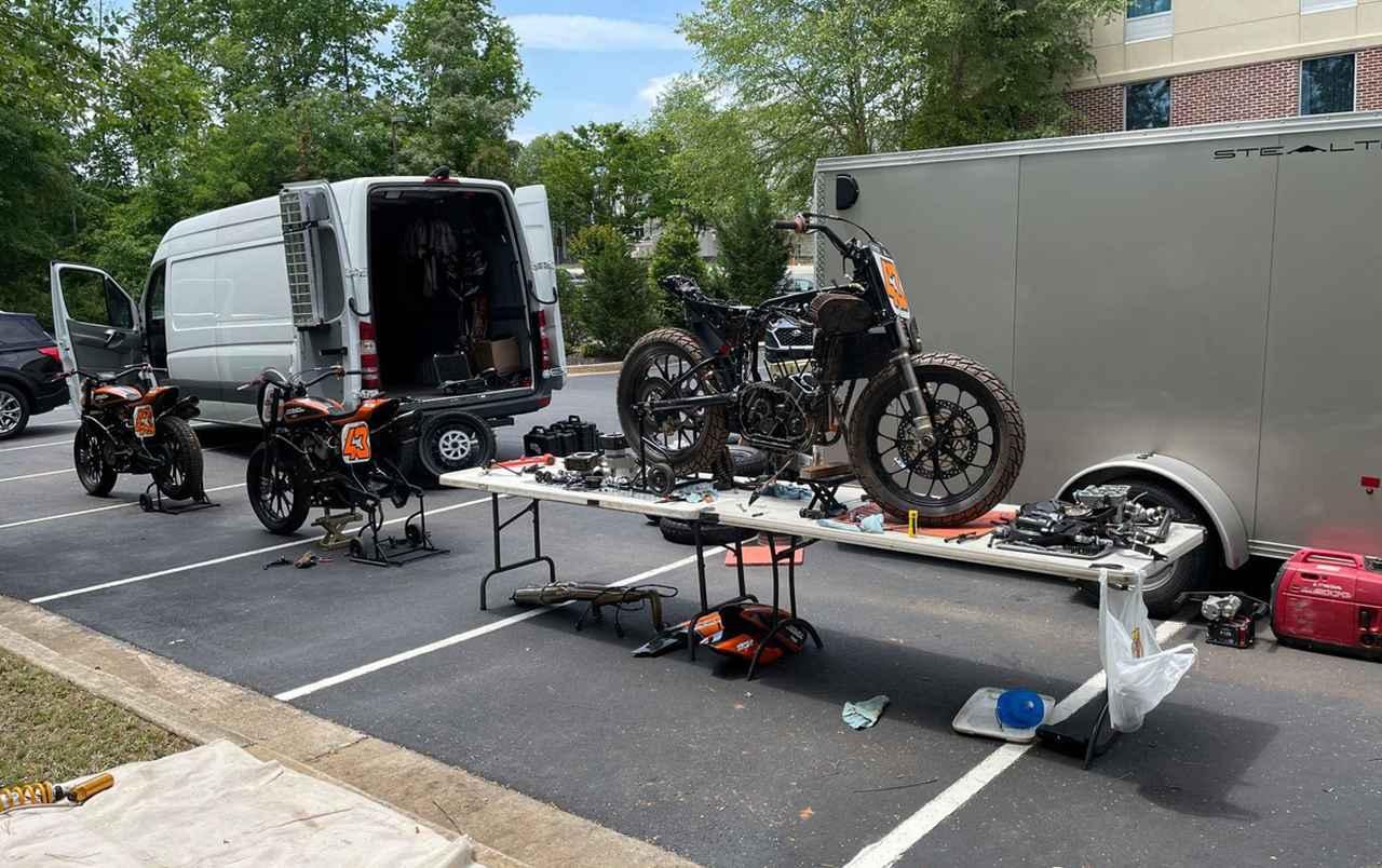 画像2: 緊急整備!明日のレースまでにメインとTカー両方エンジン積み替えるよ!
