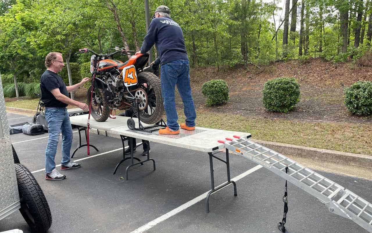 画像1: 緊急整備!明日のレースまでにメインとTカー両方エンジン積み替えるよ!