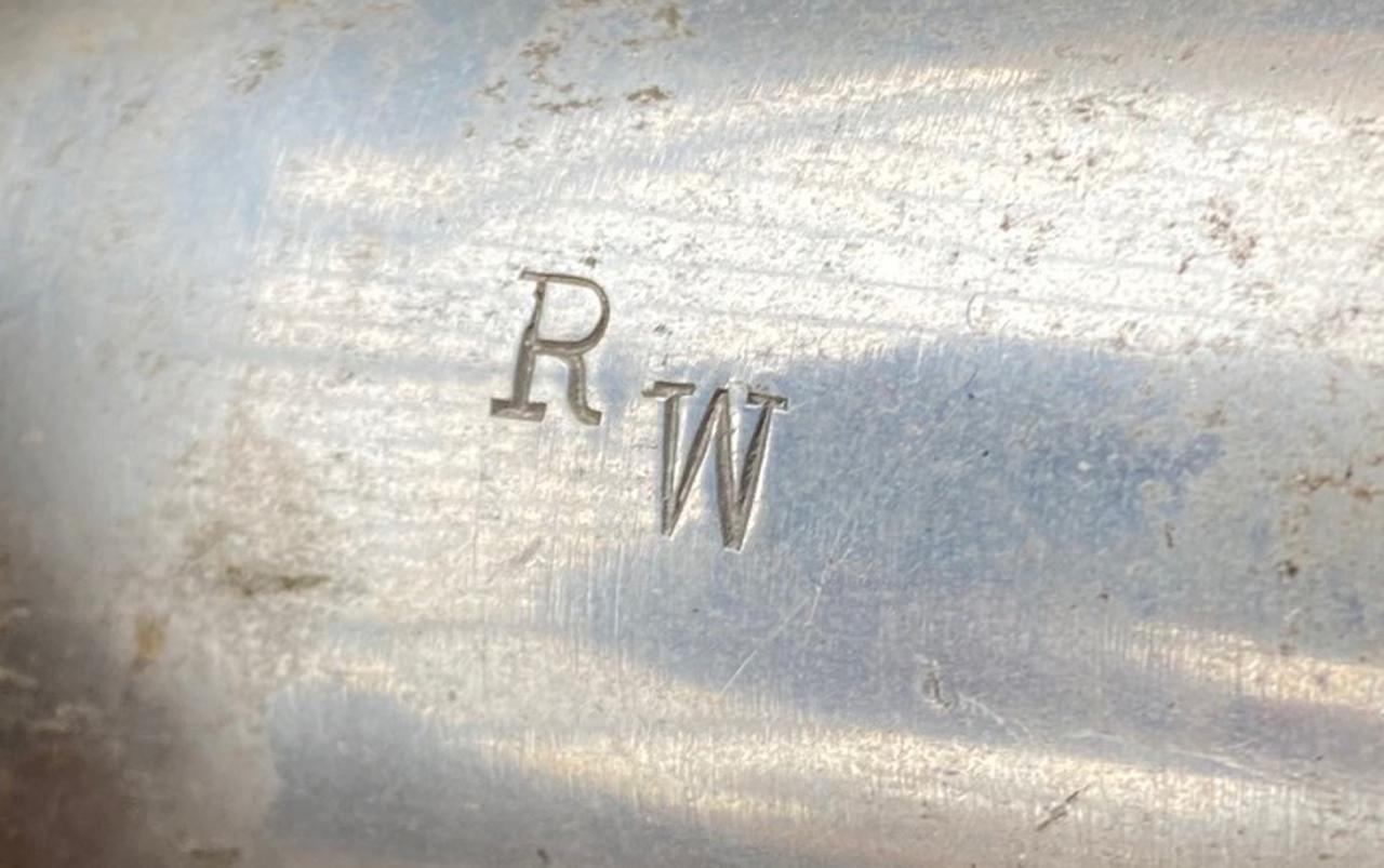 """画像1: ハブの真ん中に刻まれた """"RW"""" のイニシャル?の意味するものは・・・"""