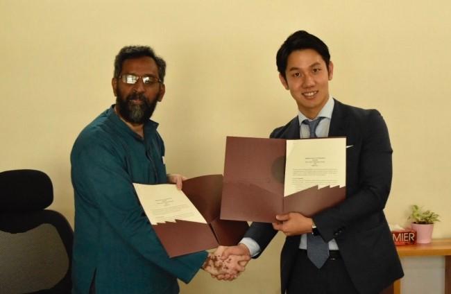 画像: インド工科大学ハイデラバード校Murty学長と西山さん