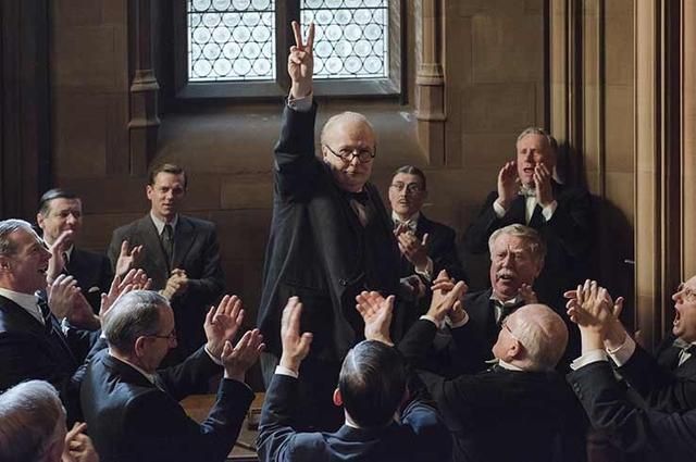 画像: イギリスでもっとも有名な首相、チャーチル役でオスカーを獲得したゲイリー・オールドマン(中央)。名優と名高い彼が、『裏切りのサーカス』(2011)以来2度目のノミネートというのは少し意外