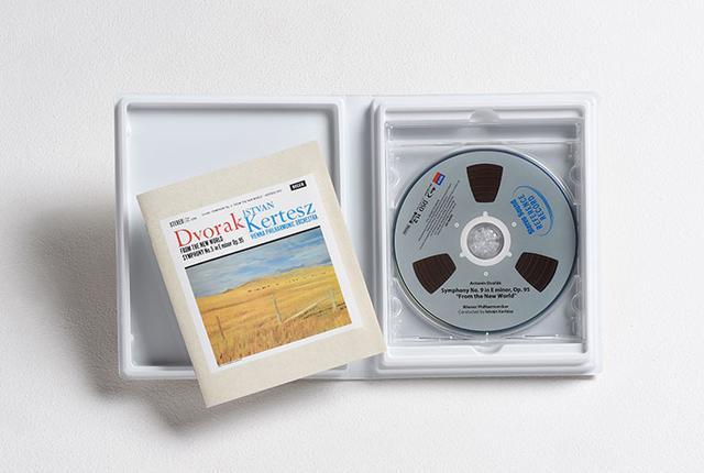 画像: DSD 11.2MHzファイルを収録したBD-ROMとブックレットがパッケージに収められている。物として保管でき、所有欲が満たせるだけでなく、伝送による音の変化も防ぐ