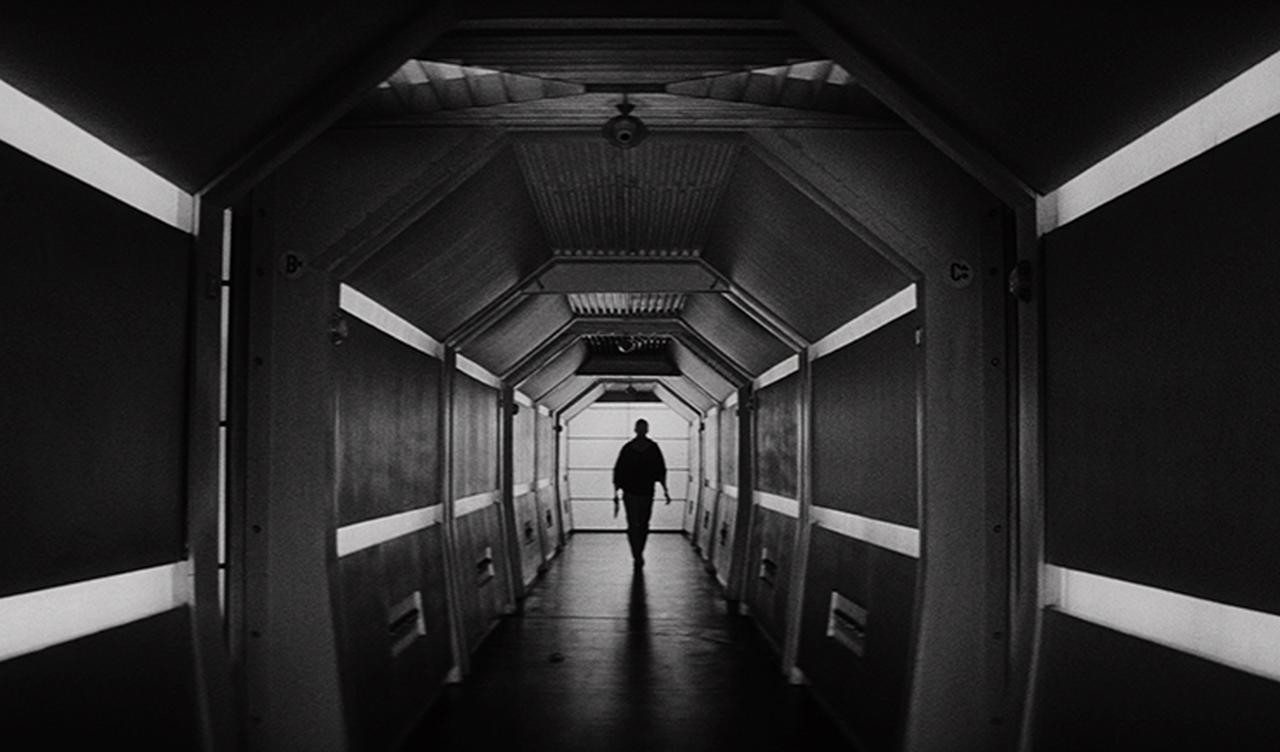 画像: 一点透視図法で捉えられたイカリエ号の廊下。こうしたショットも美しい