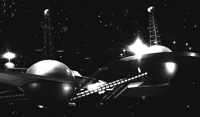 画像: 『イカリエ-XB1』の世界観。おもちゃっぽさはありながらも見とれる美しさで、チープな印象ではない。1963年にこれが作られたということに驚く