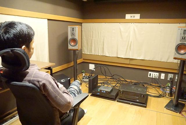画像: 橋爪氏の自宅兼スタジオ「STURIO 0X」(スタジオゼロエックス)で試聴が行なわれた
