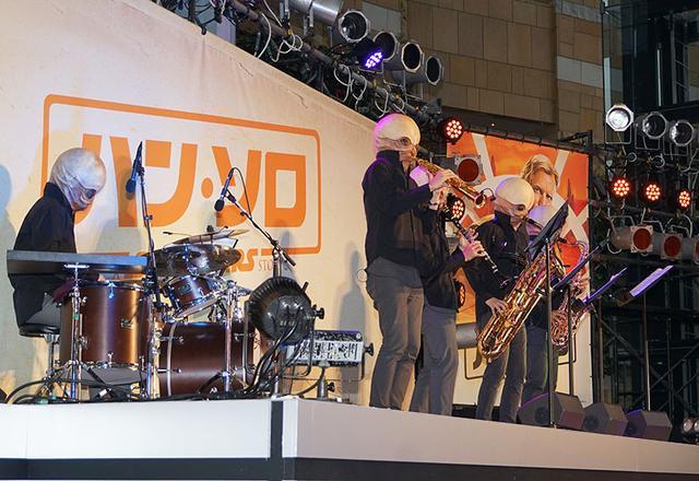 画像: 惑星タトゥイーンのチャルマン酒場にいた、カンティーナバンドことフィグリン・ダン&モーダルノーズも生演奏を披露