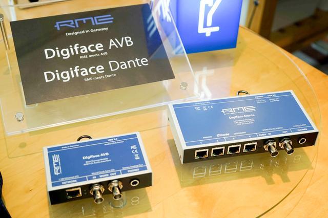 画像: コンパクトなオーディオフォーマット・コンバーターの、Digiface AVB(右)とDigiface Dante(左)