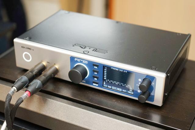 画像: ADI-2 Pro FS。クロック精度を高めて、ダークモード(いわゆるディマー機能)を追加したが従来機のADI-2 Proと機能や仕様は変わらず。音質を向上させた格好だ
