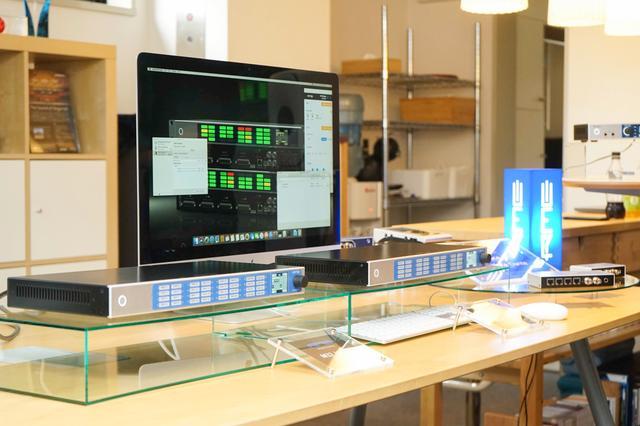 画像: 32chものデジタル/アナログ信号が扱えるM32 AD Pro(右)とM32 DA Pro(左)