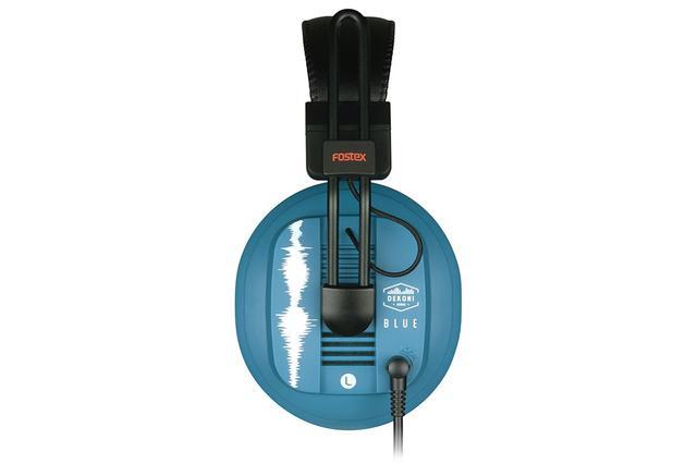 画像: ハウジングはDekoni Audioのブランドカラーであるブルーに塗装され、波形をあしらった模様もデザインされている
