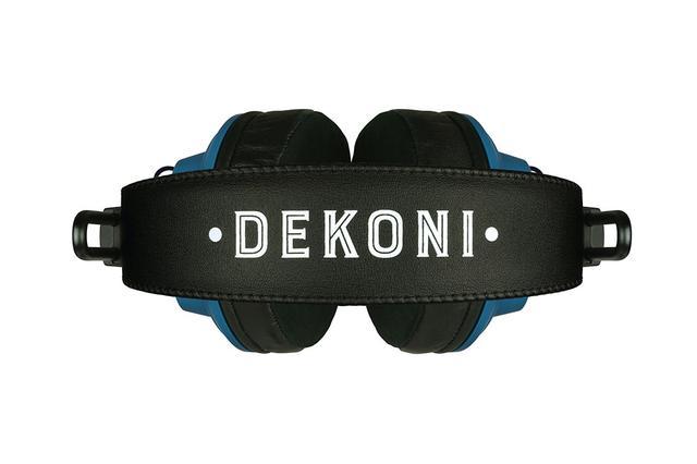 画像: ヘッドバンドには大きく「DEKONI」のロゴを印字