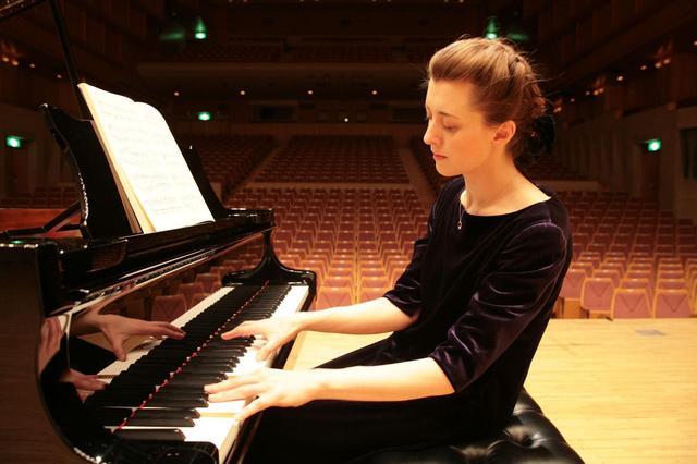 画像: イリーナ・メジューエワさんは、録音制作にも精力的で、多数のアルバムをリリースしている。また、2017年には初の著書『ピアノの名曲 聴きどころ 弾きどころ』(講談社現代新書)を刊行している(C)中村いさむ