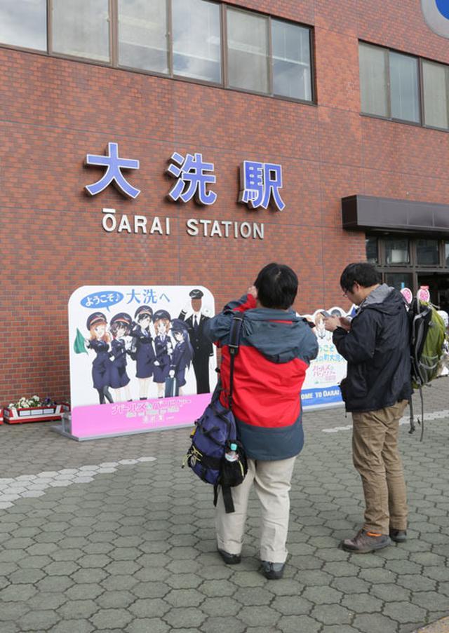 画像: 大洗駅名物の顔出しパネル