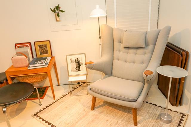 画像: ラウンジ内にはソファやテーブルなども設置。オーディオとライフスタイルのトータルコーディネートもじっくり相談できる