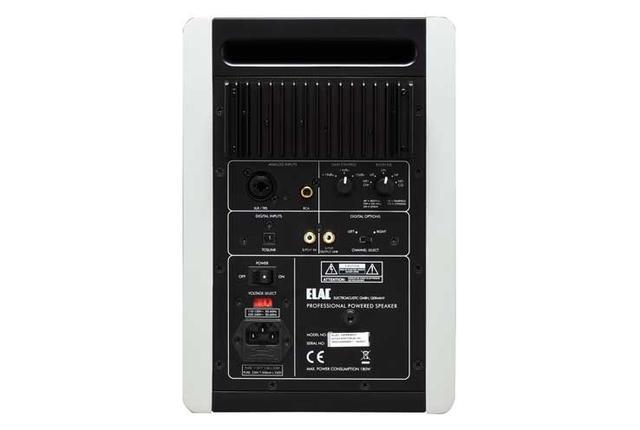 画像: 入力端子はアナログ(XLR、RCA)とデジタル(同軸、光)を装備。DACはシーラスロジックの「CS4392」、インプットレシーバーは「CS8416」で、192kHz/24ビットまでのデジタル信号入力とパススルーにも対応する。試聴位置1m未満のニアフィールド(NF)、2m程度のミドルフィールド(MF)、自立使用に適したリニア(LIN)など、設置状況にあわせ5ステップで調整できるフィルターを備える