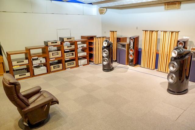 画像: [5F]試聴室。イベント開催時は20名程度を収容できる