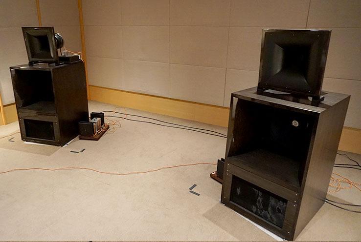 画像: スピーカーシステムのG.I.P.ラボラトリー「Monitor 1」。オールホーンで、電磁石によって強力に磁界を発生させる励磁型ユニットを2ウェイで搭載する