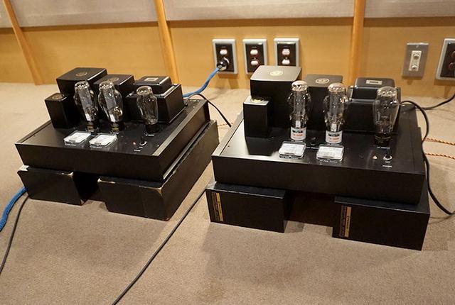 画像: パワーアンプ「300Bプッシュプル」は新氏が設計・製作したモデル。モノーラル仕様のため、2台使っている