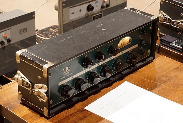 画像: プリアンプには、アルテックのミキサーアンプ「1567A」を使った