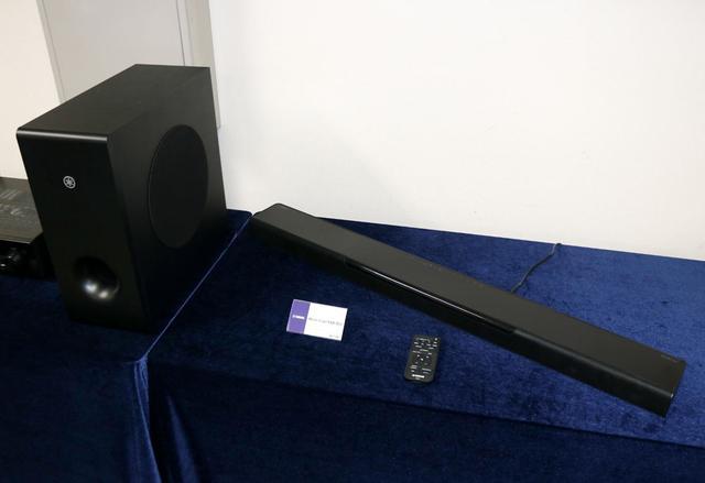 画像: MusicCast BAR 400。バータイプの本体とウーファーがセットになった2ピース構成。MusicCast surround機能を使えば、先述のMusicCast20/50をサラウンドスピーカーとして追加可能で、5.1chシステムを構築できる