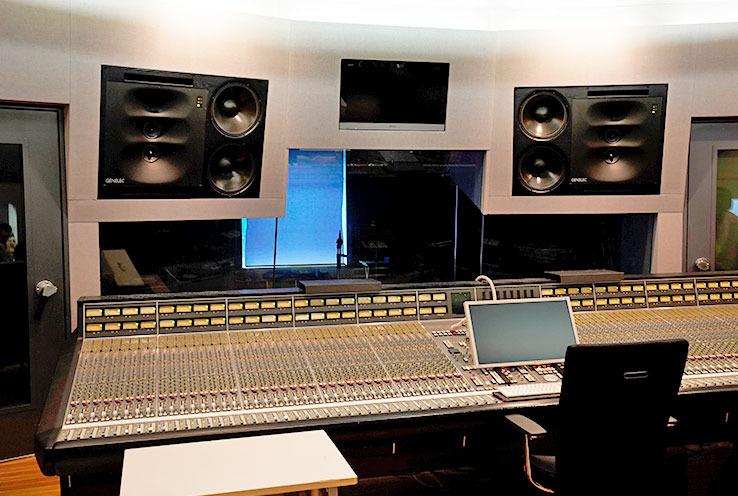 画像: 試聴会は都内のLAB recordersにて行なわれた。奥のスタジオは本作のレコーディングで使われたそうだ