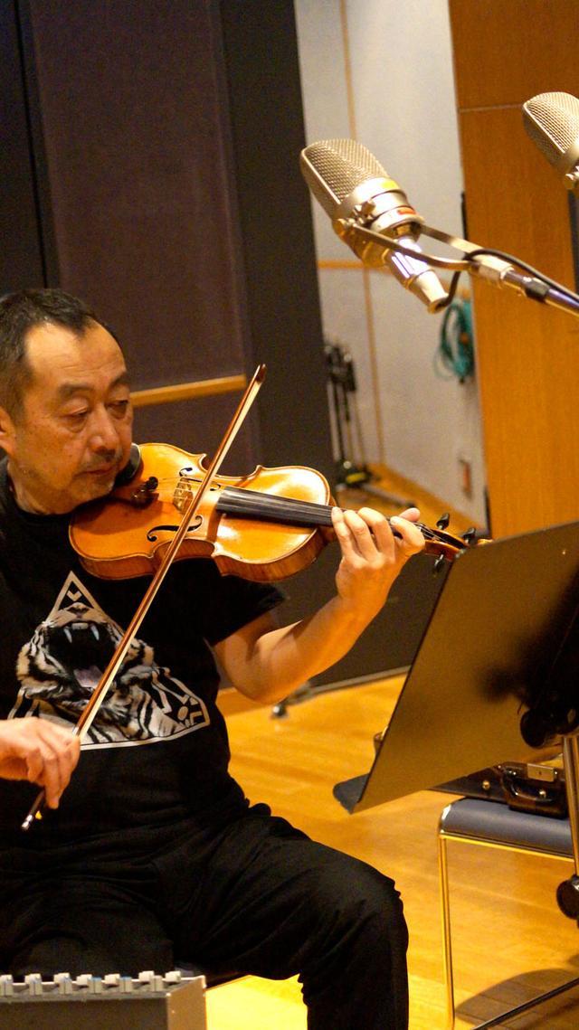 画像: こちらもゲストのヴァイオリニスト、斎藤ネコ氏