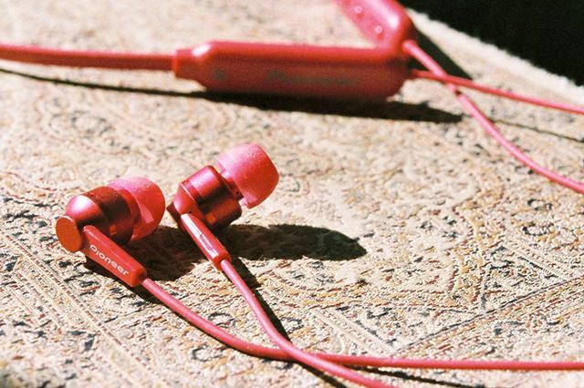 画像: パイオニア、Bluetoothイヤホン「C7wireless」を6,500円で発売。スタイリッシュなワントーンデザインを採用