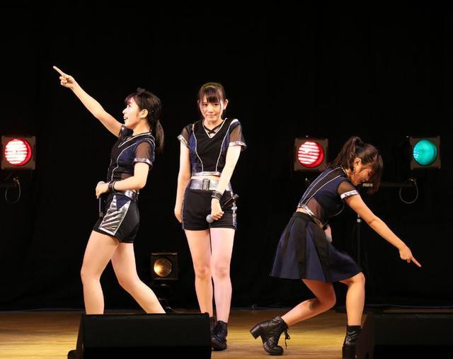画像: ガールズユニット・OnePixcelが13日、東京アイドル劇場プレミアムで、魅惑的なダンスとトークを繰り広げた