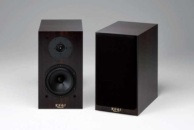 画像: クリプトンの密閉型スピーカー「KX-0.5」は、エントリーモデルとは思えない空間表現力だ。音楽に深く集中できるのが魅力