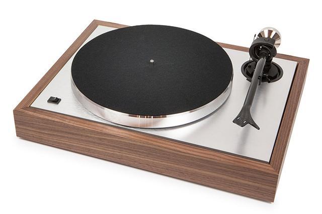 画像: Pro-Ject AUDIO 25周年記念のレコードプレーヤー「The Classic」'50~'60年代風デザイン採用