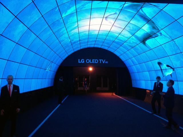 画像: 【御法川裕三のIFA 2017速報16】LGは有機ELディスプレイを大量に使ったイリュージョン展示で来場者の度肝を抜く!