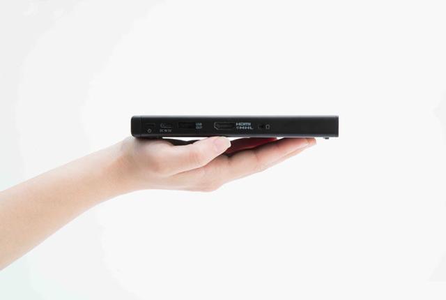 画像: ソニー、手のひらに載るモバイルプロジェクター「MP-CD1」、4/25に発売。最大120インチに対応