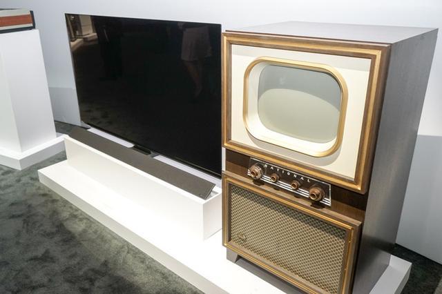 画像: 【CES2018速報まとめ09】パナソニックのブースでは、100年の歴史を振り返る歴代製品やEV、スマートシティ等を展示